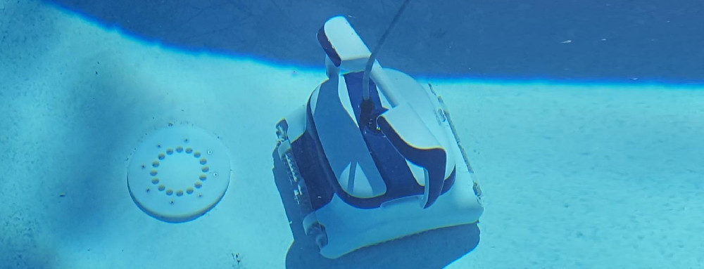 Dolphin Sigma Robotic Pool Cleaner Review & Comparison