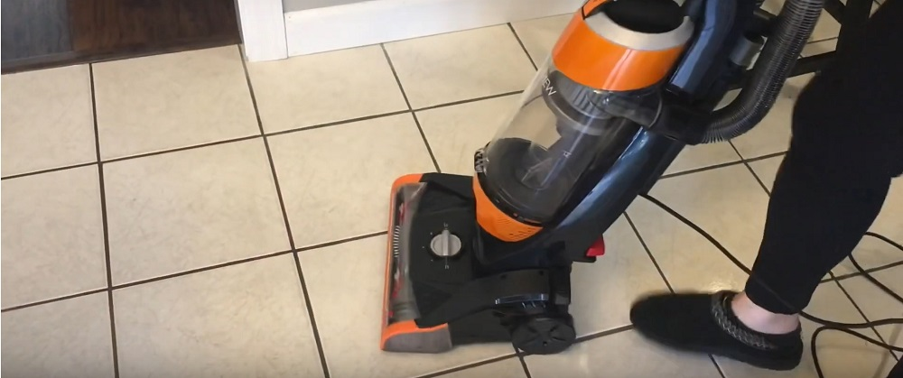 Bissell Cleanview Upright Bagless Vacuum 1831 Review