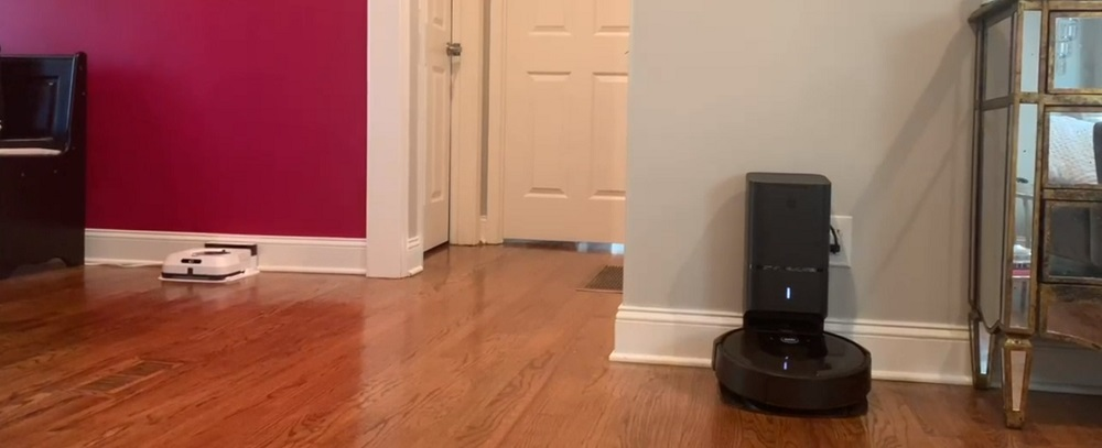 iRobot Roomba i6+ vs Shark IQ