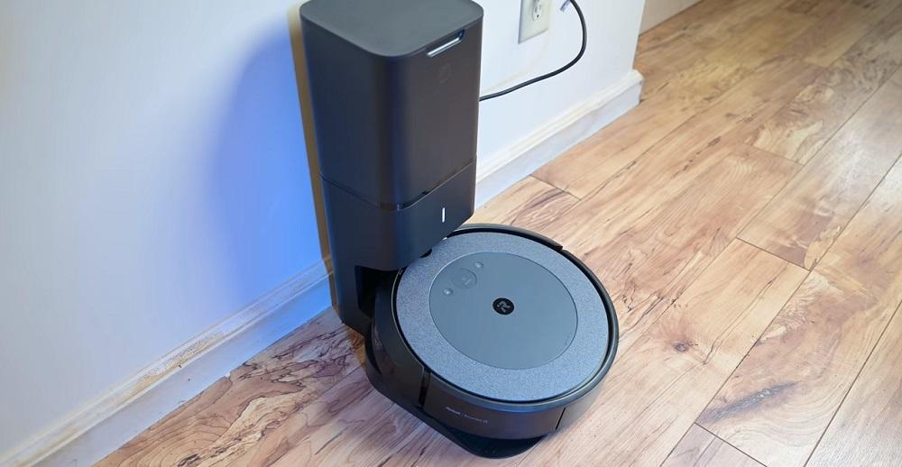 Roomba i3+ vs. Deebot Ozmo T8 AIVI Robot Vacuum